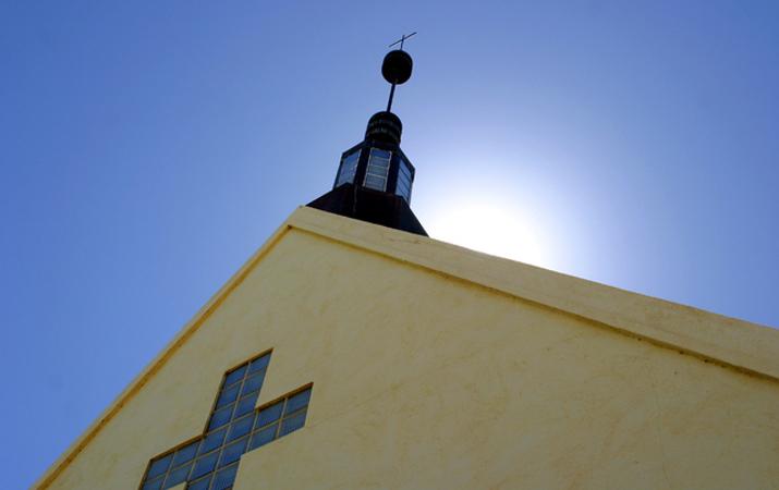 church-1514313-639x425crop