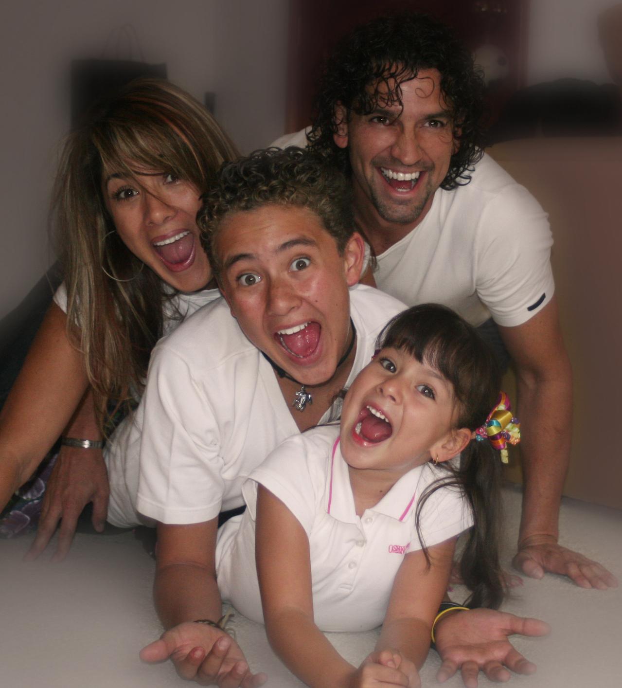 happy-family-4-1240061-1279x1414
