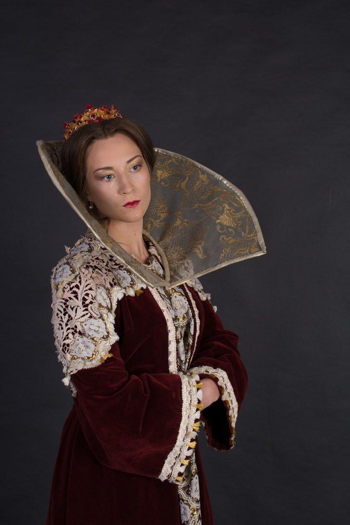 plot Queen Esther
